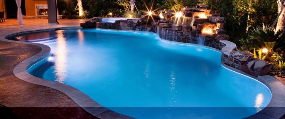Acqua constru es for Modelos de piscina familiar